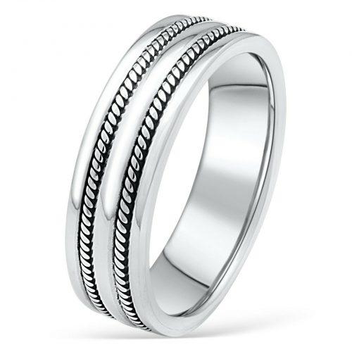 Ring mit Verzierung-1